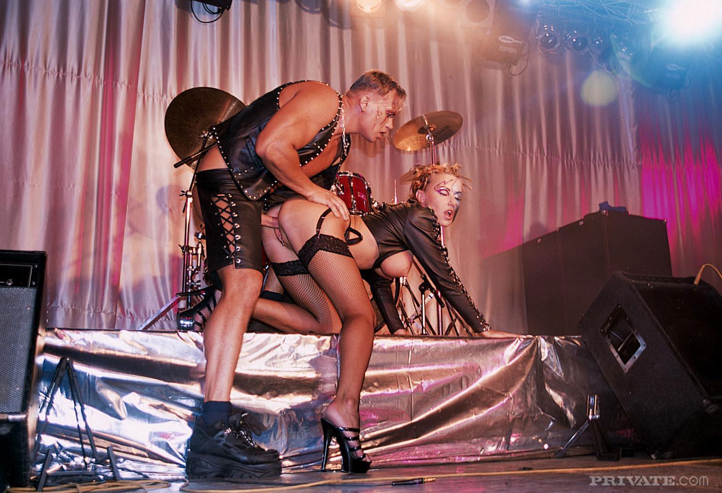 kievskie-teatri-erotika
